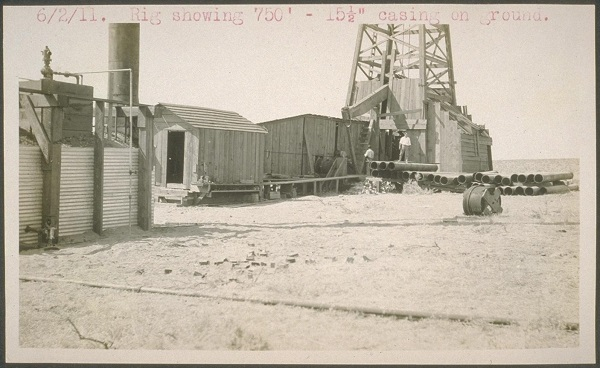 Circa 1914 cable-tool rig from the California Online Archives.